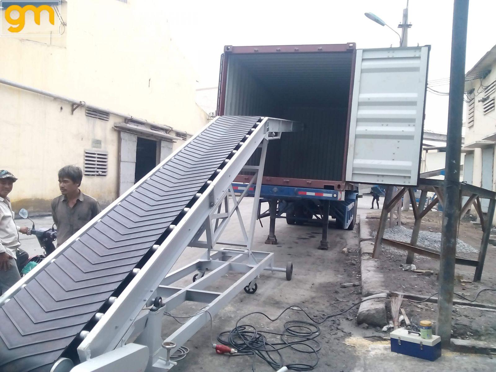 Băng tải cao su nâng hạ di động